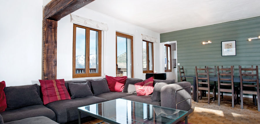 France_AlpedHuez_Chalet-Sarenne_lounge.jpg